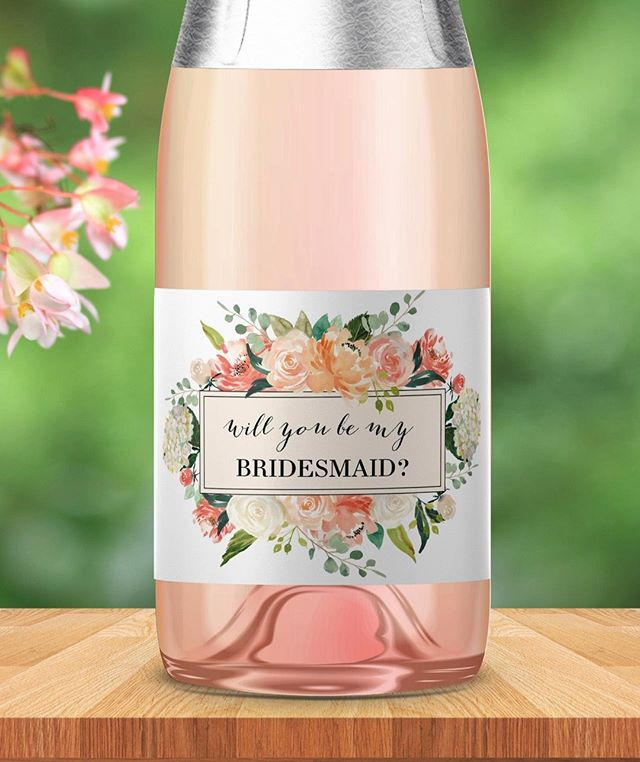 The best way to ask a loved one to be your bridesmaid? Champagne! 🥂 Link in bio for this beautiful blossom design and more!
