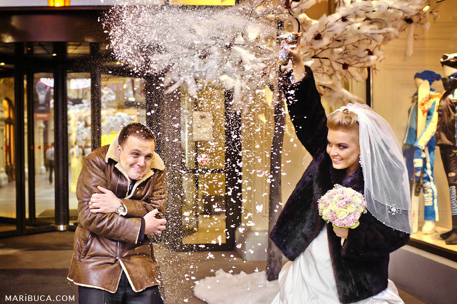 the bride sprinkles the groom with snow, and the groom freezes