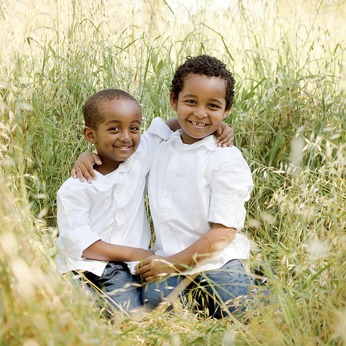 kids-sitting-grass-smile-01s.jpg