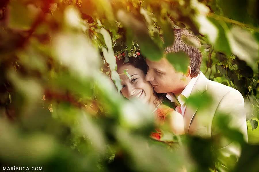 05-funny-couple-rose-garden-san-jose.jpg