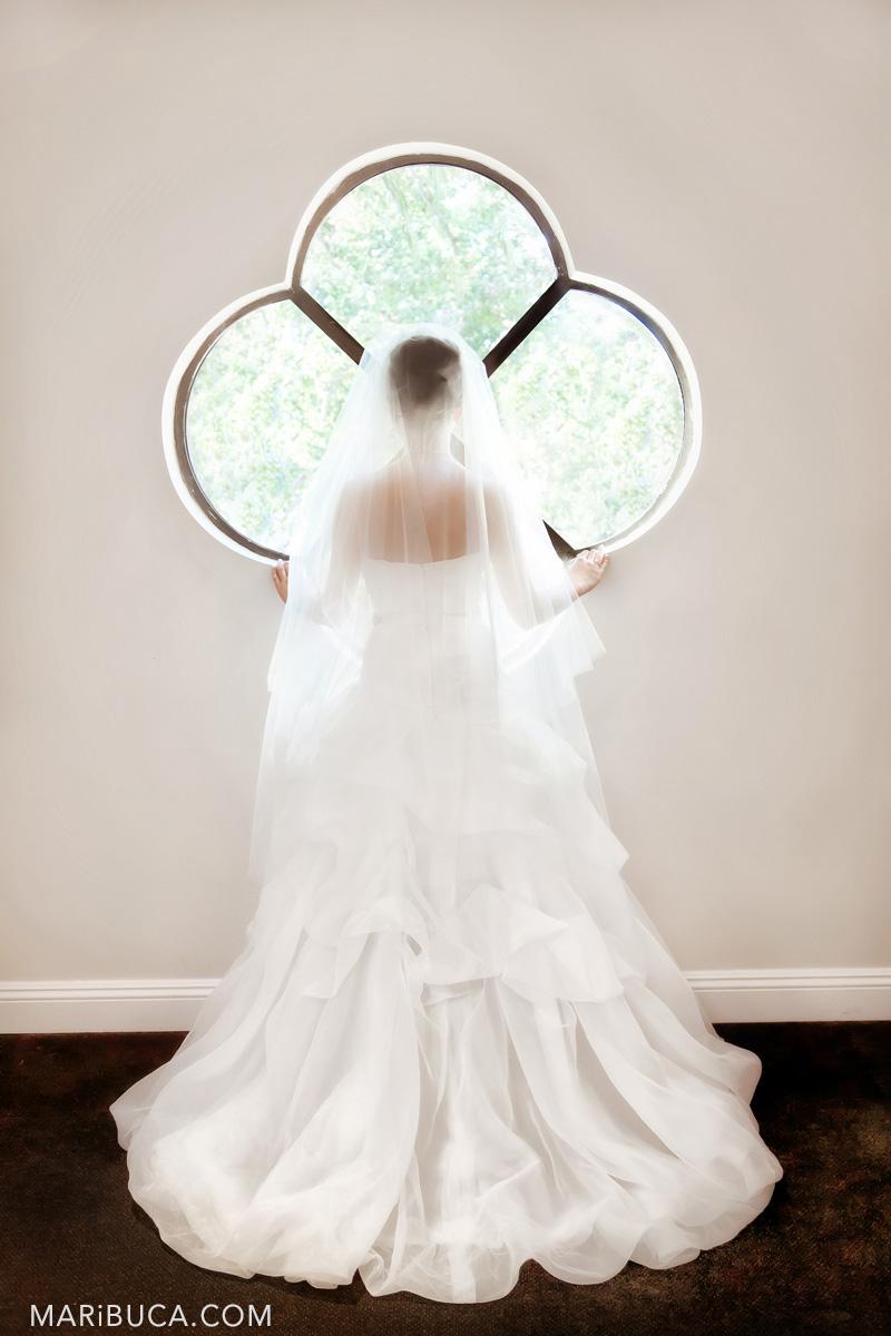 43__43-getting-ready-bride-Wente-Vineyards-Livermore-wedding-pictures.jpg