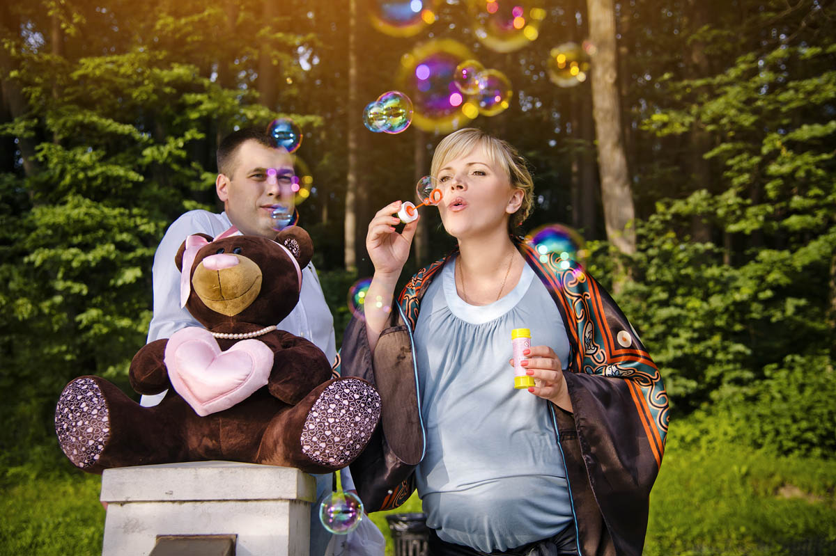 04-hayward-park-engagement-couple-session-bear-toy.jpg