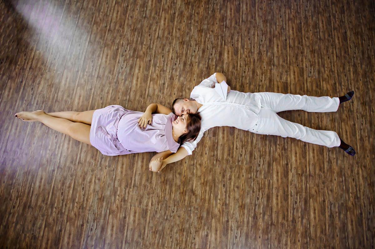 18-maternity-session-lay-down-flooe-studio-sf.jpg