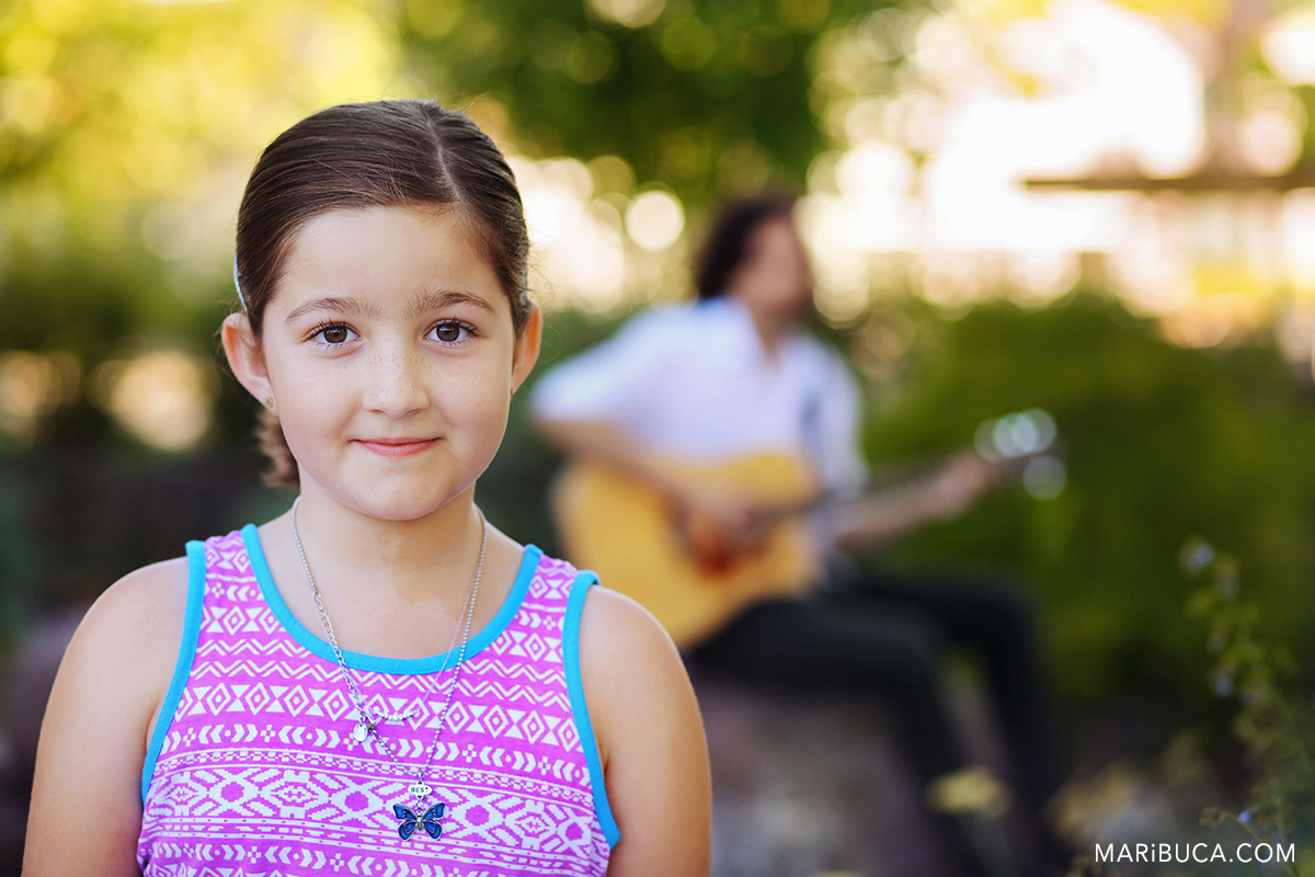 36-girl-look-photographer-older-brother-play-gitar-san-ramon.jpg