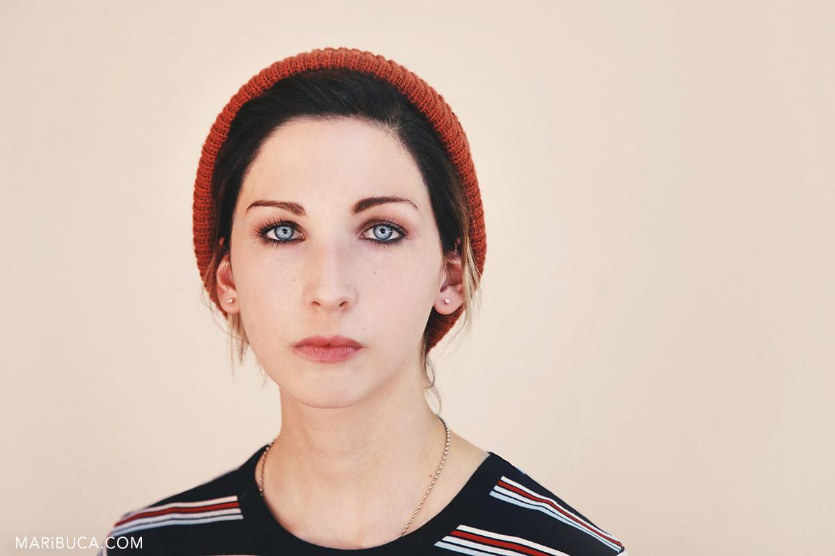 06s-santa-clara-portrait-session-actor-business-girl-portrait-hat.jpg
