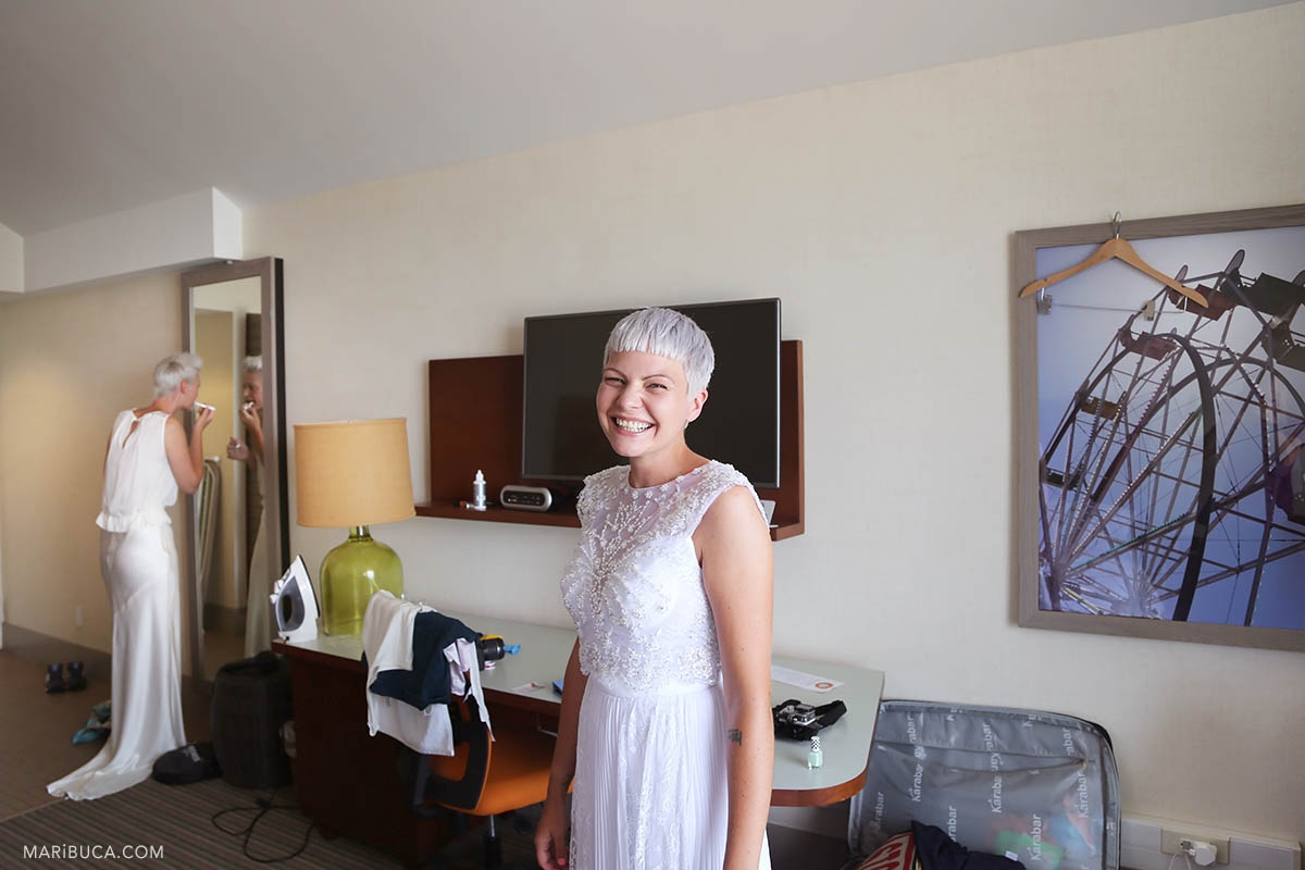 Getting ready two amazing brides with white dresses in the Beach Boardwalk hotel, Santa Cruz.