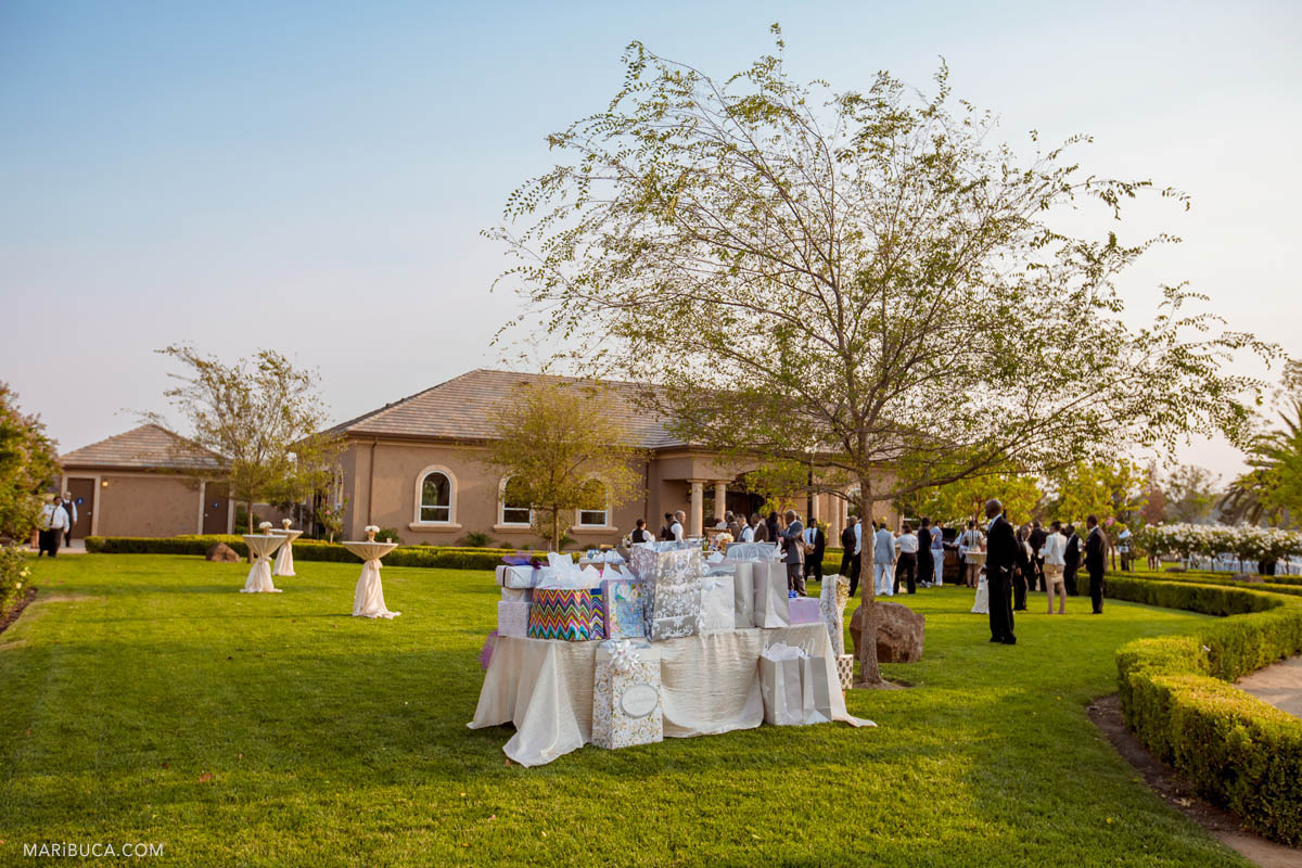 Guests are coming to the ceremony in the Newberry vineyards.