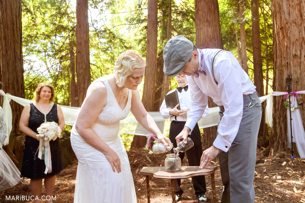 The bride and the groom are doing the sand ceremony in the wedding, Saratoga Springs.