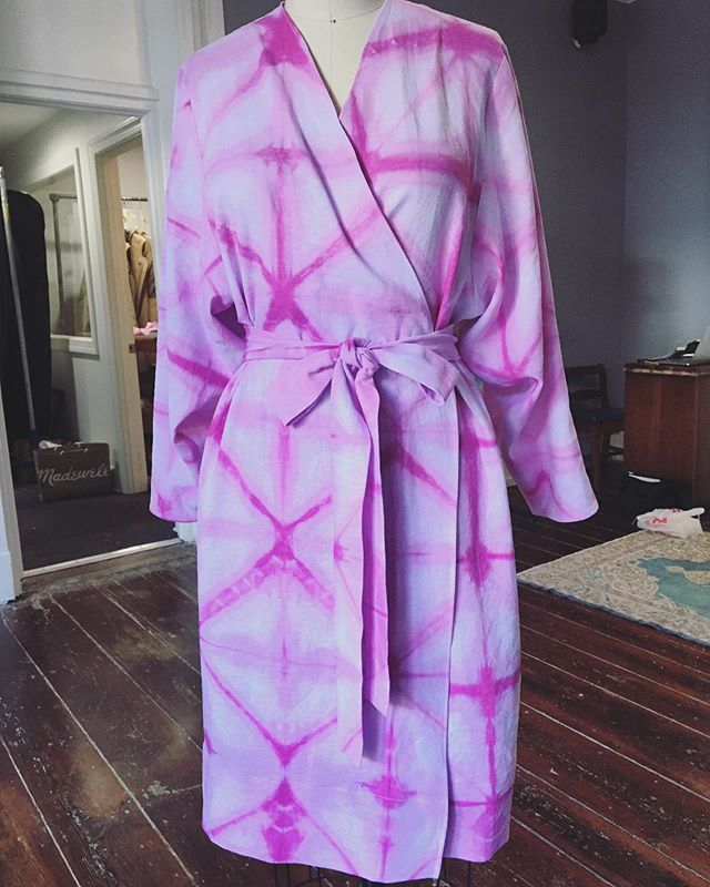 I finally got this robe pattern out of my head and onto paper (sometimes the things that look the simplest are the most difficult) and I'm so pleased with how it turned out! I used a lovely linen/rayon from @dharmatradingco and dyed it with an itajime shibori pattern. This is also for sale! Come to my moving party on 7/26 to take this home with you. 💖 . #seamstress #uncommonthreadschs #charleston #charlestonseamstress #shibori #itajimeshibori #robe #handmade #customclothing #slowfashion #imadethis