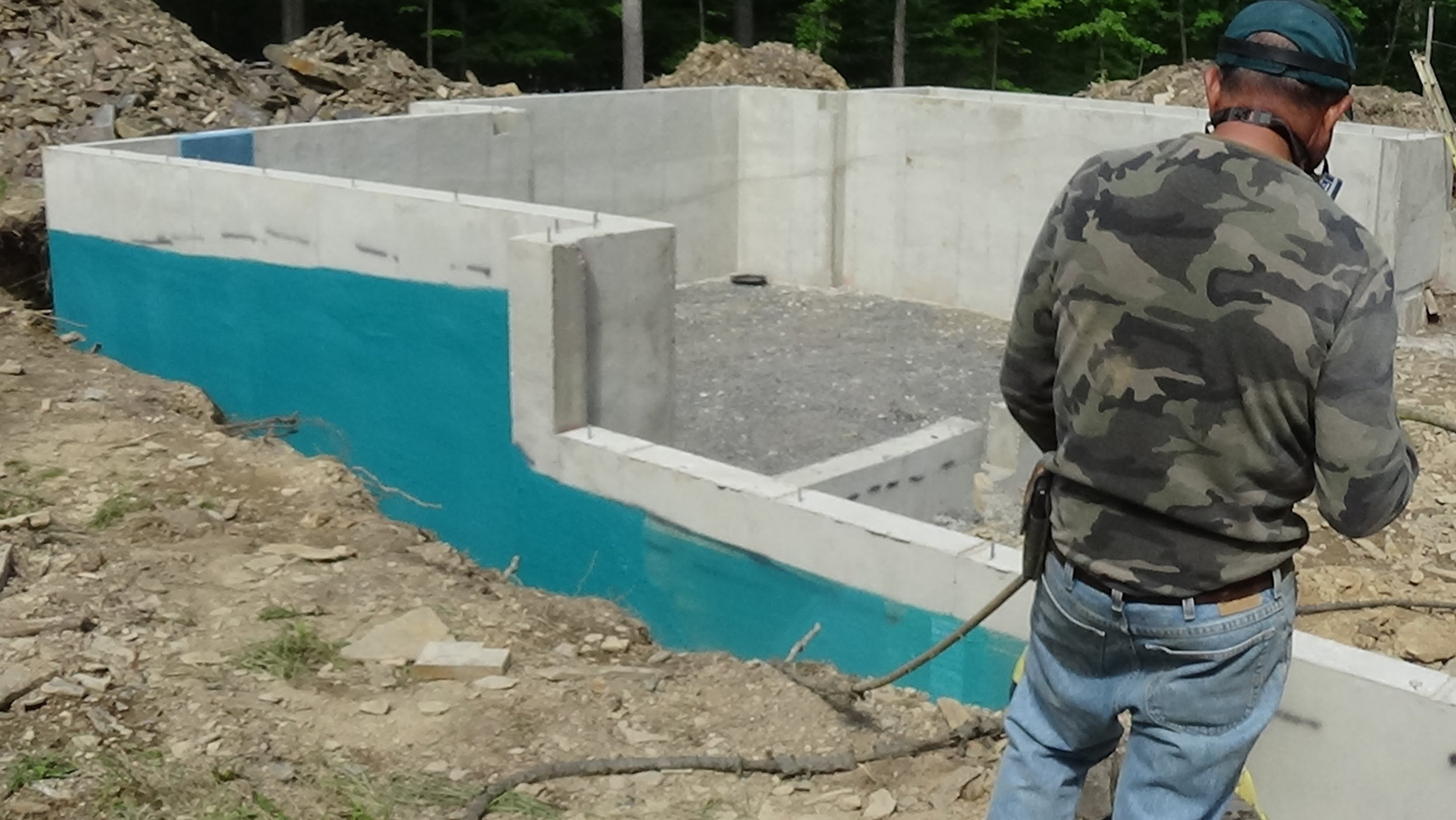 """Foundation coating  Installing  """"RUBBER-WALL""""  foundation coating…The best!"""