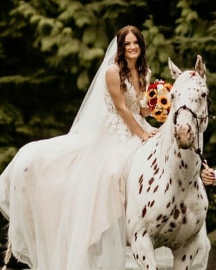 A bride and her horse💖💖