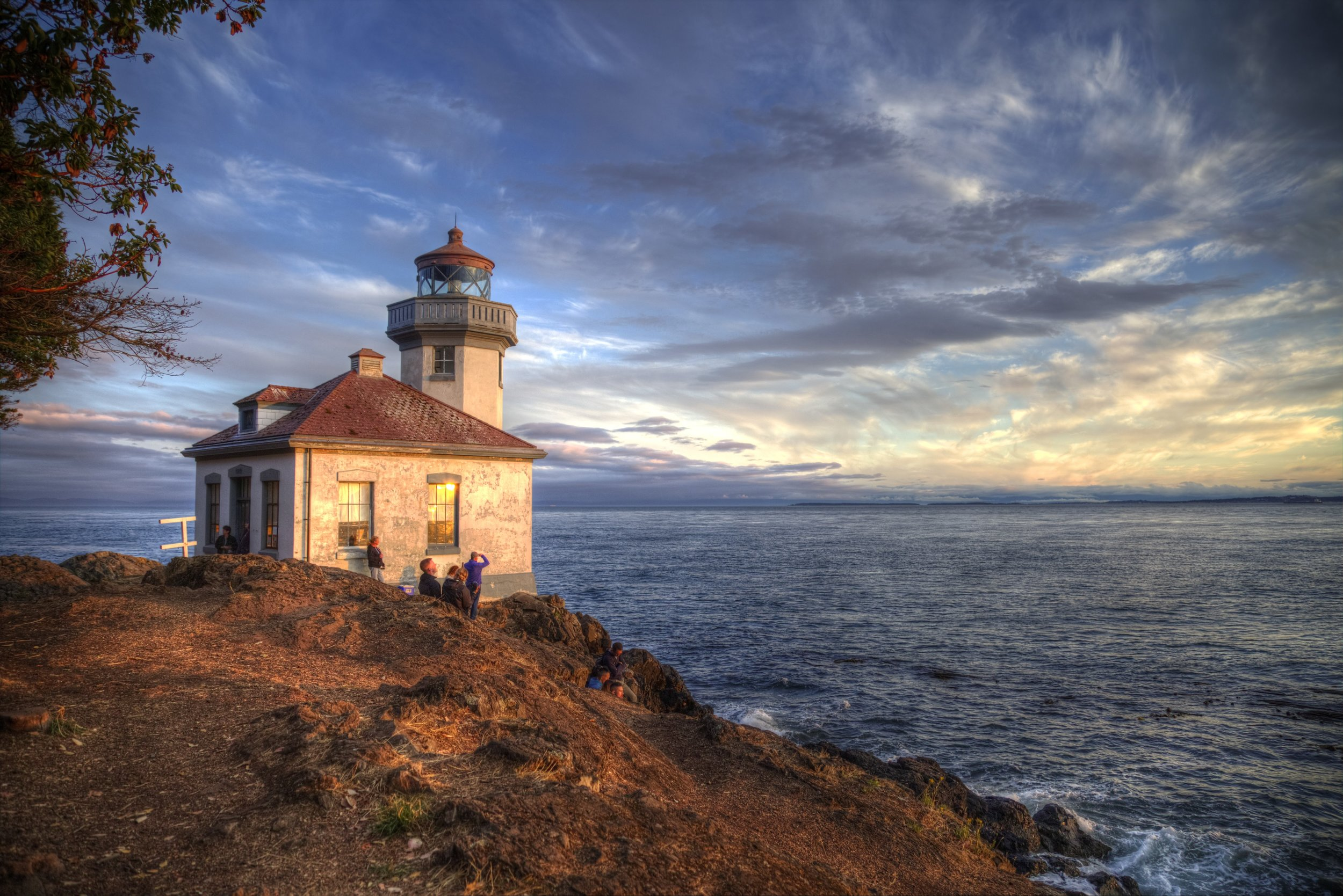 One of Roger's best photos. Lime Kiln Lighthouse on  San Juan Island, Washington .  @roger.cummings