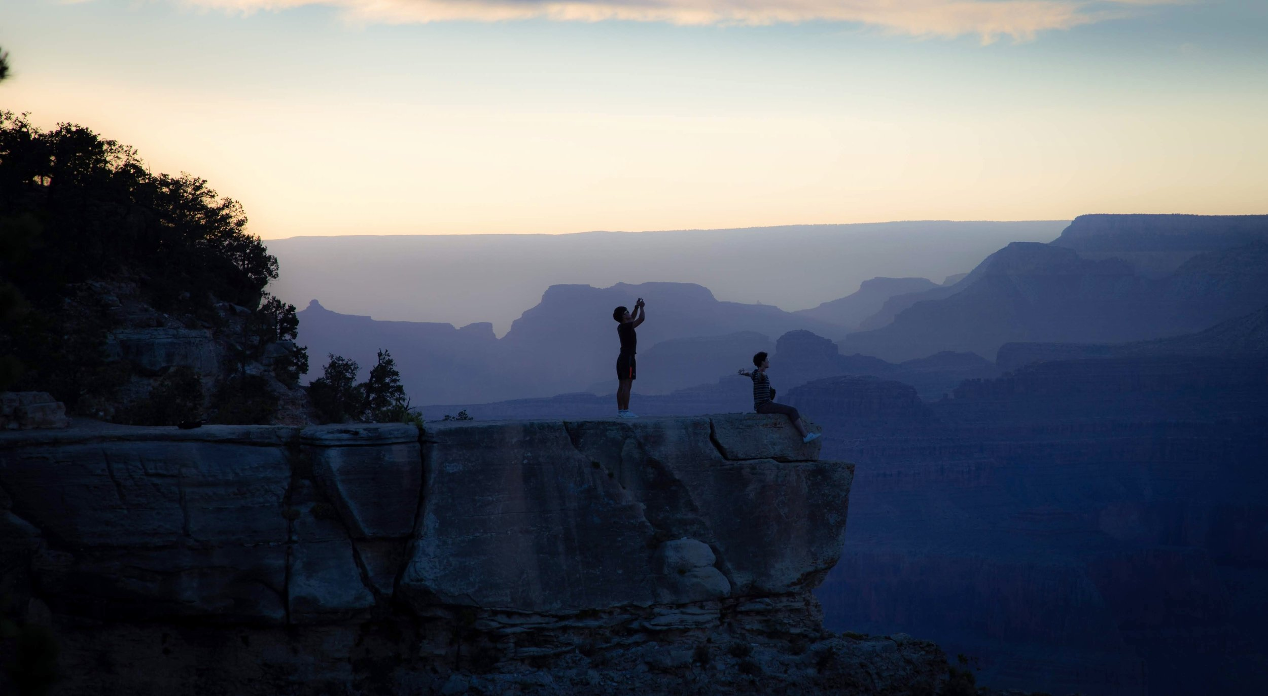 Tourists soaking it up @  Grand Canyon National Park .  @roger.cummings
