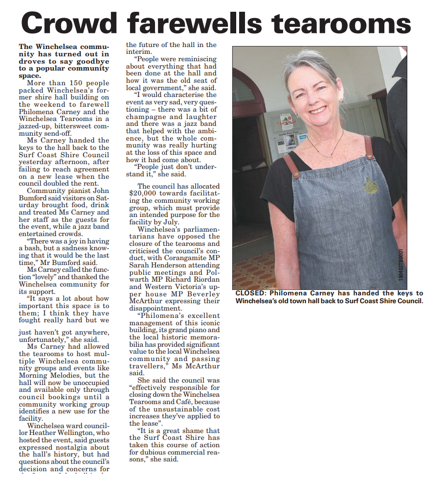 Crowd farewells tearooms.png