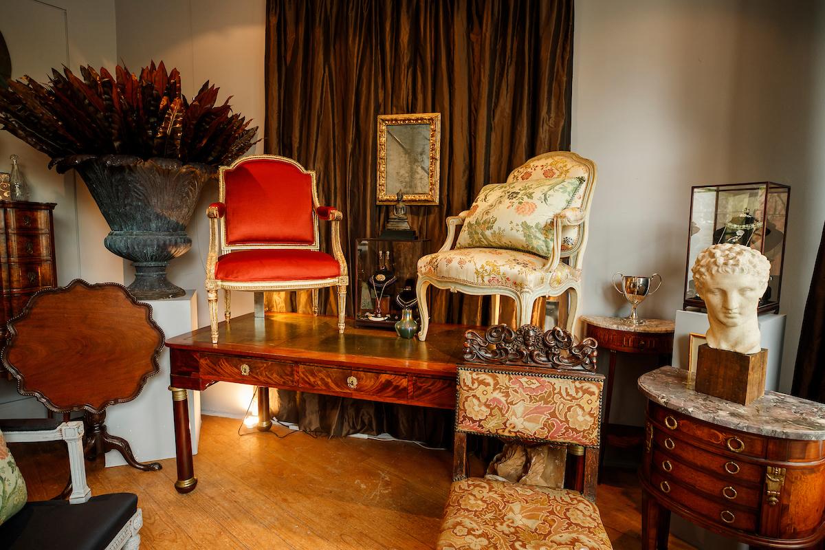 Antique & Decorative Art