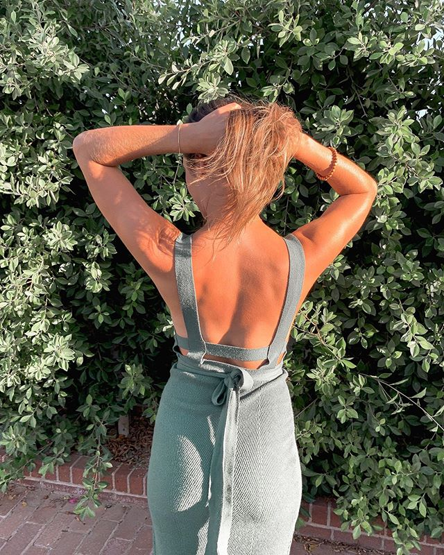 not shown : my boob sweat dripping down my tummy 😅🙈 . . So crazy hot in AZ! Bought this dress from my all time fav influencer @kelsey_diprima 's poshmark 😍 obsessed with the back of this little number, thanks babe 😘