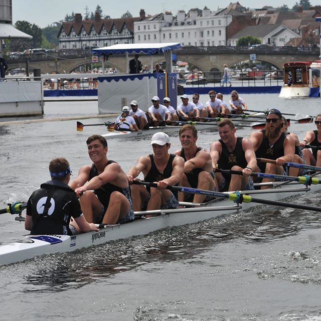 RACE 2: In the second race of #TheKingsCup today, Bundeswehr 🇩🇪 defeated NZ Defence Force 🇳🇿 at  Henley Royal Regatta.  Great to see friendly competition on the water! 🚣🏻‍♀️🚣🏻‍♀️🚣🏻‍♀️🚣🏻‍♀️🚣🏻‍♀️🚣🏻‍♀️🚣🏻‍♂️🚣🏻‍♂️ #OarsomeTogether #FittestandFinest