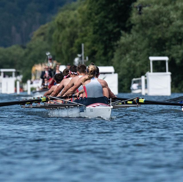 RACE 3: In the North American showdown, the @usnavy 🇺🇸 defeated @canadianforces 🇨🇦 in the first day of racing in #theKingsCup at @henleyroyalregatta.  Amazing performances all around -your continent should be proud!
