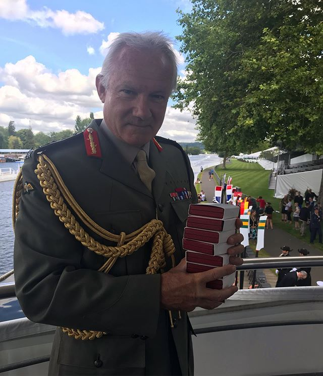 100 years since #thekingscup was first raced, General Sir Gordon Messenger hand delivers the prizes for Sunday 7th July🏅  #fittestandfinest #oarsometogether @bundeswehr @usnavy @kingscupnld @canadianforces @defenceaustralia @nzdefenceforce @forcesarmeesfranc @ukaf_rowing  @henleyroyalregatta