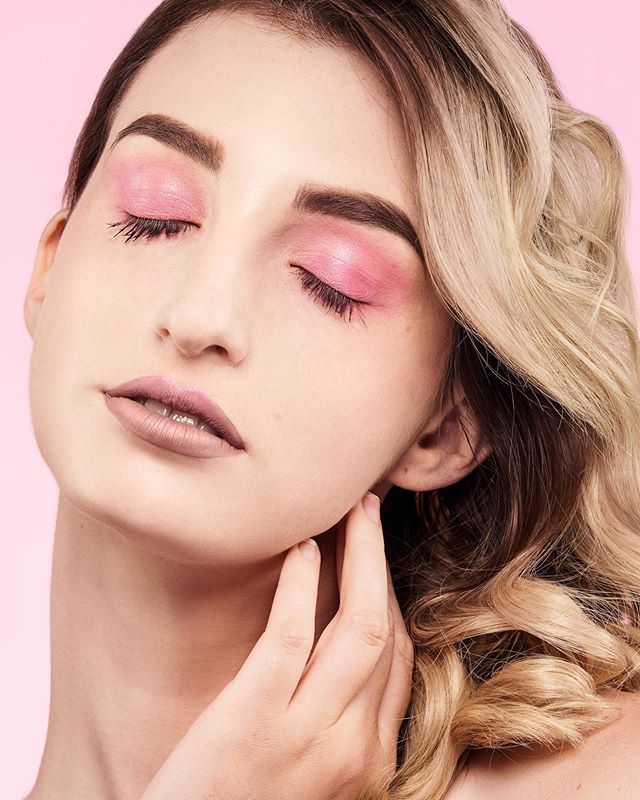 """NEW WORKSHOP 9/14/19  Add a pop of color to say """"Halo beautiful"""". This halo eyeshadow style bringing focus on the eyes. A soft easy application of 1 to 2 colors to the eyelids. Grab your makeup to join us on September 14th to learn tips and trips to find the way to add a pop of color this season. You also do not want to miss out on the in-depth makeup walk through for a flawless face that is not like wearing 5 pounds of makeup.  Our instructor Amy will go over each face structure for proper shaping of contour, highlight, blush, and eyebrow shaping. There will also be a thorough walk through of color correction, concealer and foundation application, contouring, and the proper halo eyeshadow style. . . . . . #brentwood #brentwoodca #makeup #halo #halolook #makeupworkshop #mua #makeupartist #thingstodo #thingstodoinbrentwood #downtownbrentwood #bayarea #thingstodointhebayarea #betterinbrentwood"""