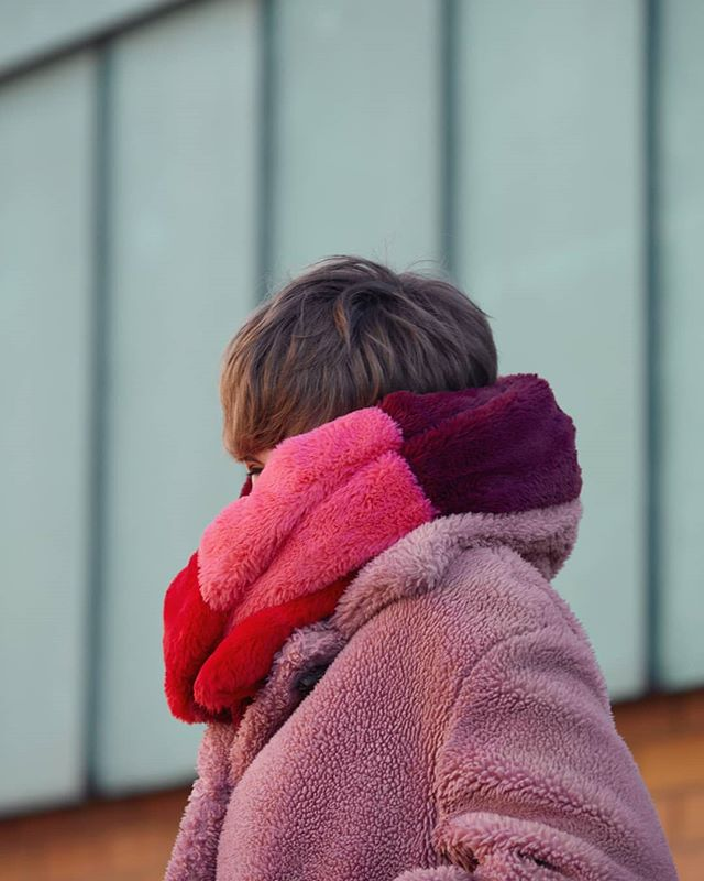 I love how @laceduplashes makes winter so colourful 💛 ✨  Happy weekend everyone! . . . . . . . . .  #colourfulfriday #forgetbluemonday #weekendishere #portrait #londoner #glimpses #locationshoot #kickers #bringcolourtolife #spontaneous #theportraitsseries
