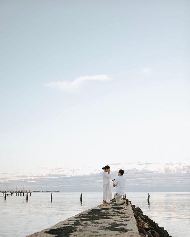Sunrise proposals ✨ she said yes! 👏🏽👏🏽👏🏽 #Brisbane #brisbanephotographer #love #bride #brideinspiration #sunrise #brisbanesunrise #weddinglovers #loves