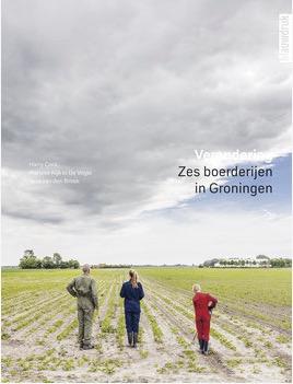 De fotografen Harry Cock en Marieke Kijk in de Vegte zijn door de Boerderijenstichting Groningen en Erfgoedpartners gevraagd om deze verandering vast te leggen. Ze maakten gevoelige en kleurrijke portretten van zes boerderijen en hun bewoners. Ingeleid door een essay van Nina van den Broek nemen de foto's je mee naar het Groninger boerenerf, die dynamische plek waar heden, verleden en toekomst van het platteland zijn samengebald. De boerderijen die in beeld zijn gebracht liggen in Stedum, Bellingwolde, Usquert, Midwolda, Lauwerzij en Westeremden.  Het boek is te bestellen op   www.uitgeverijblauwdruk.nl