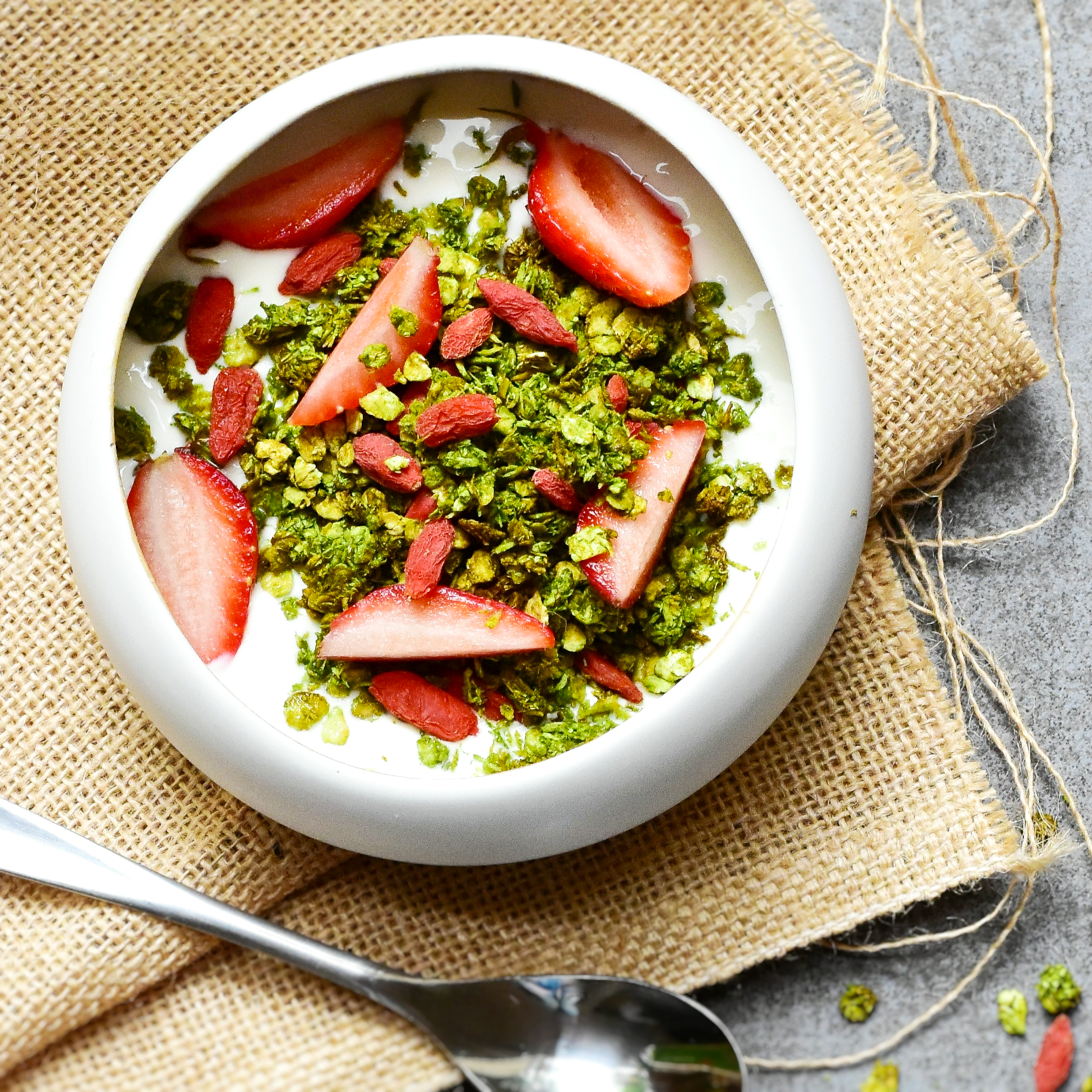 Granola matcha fruits rouges