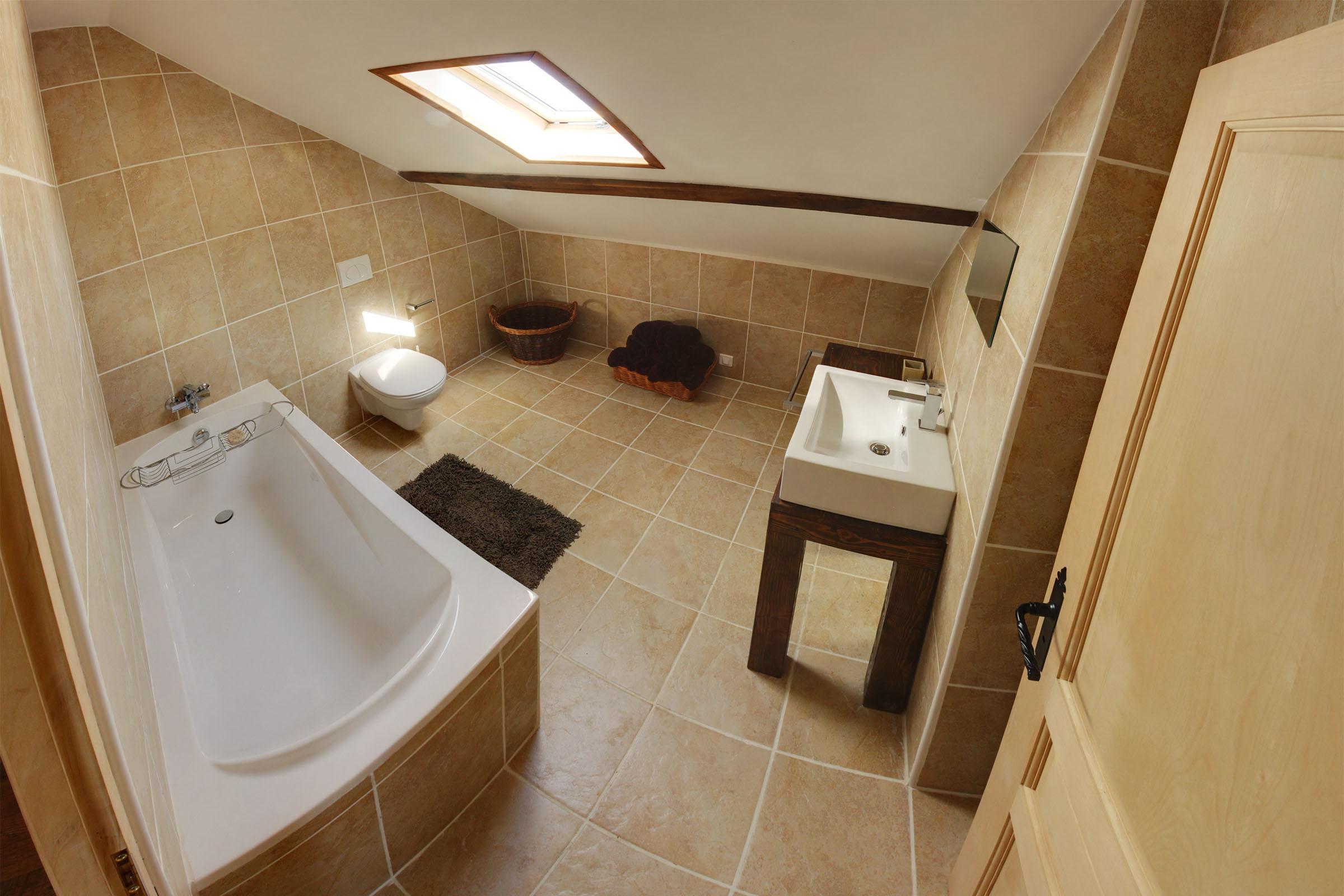 bleuet_bathroom.jpg