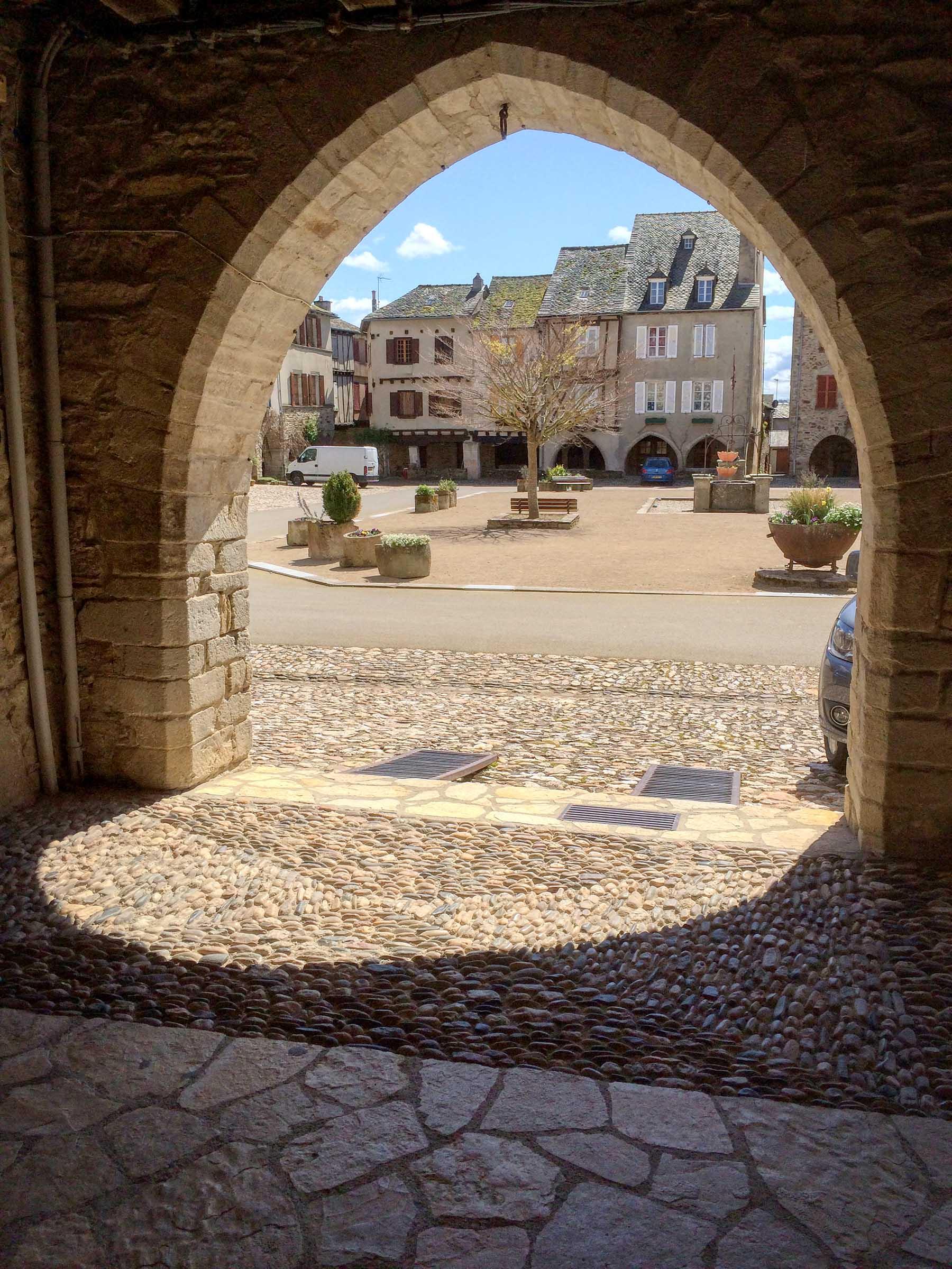 Sauveterre-de-Rouergue Archway