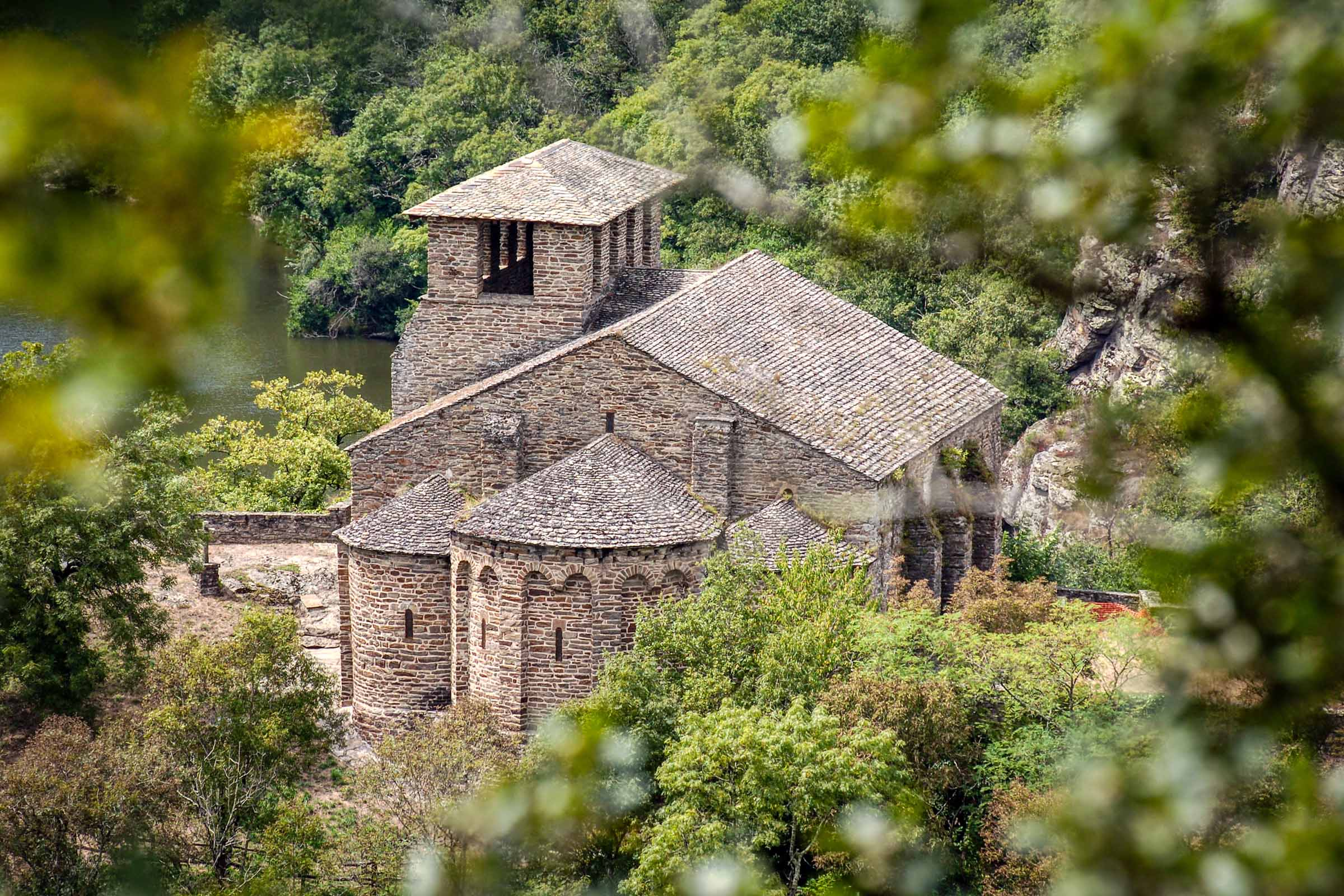 Chapelle de Las Planques through the trees