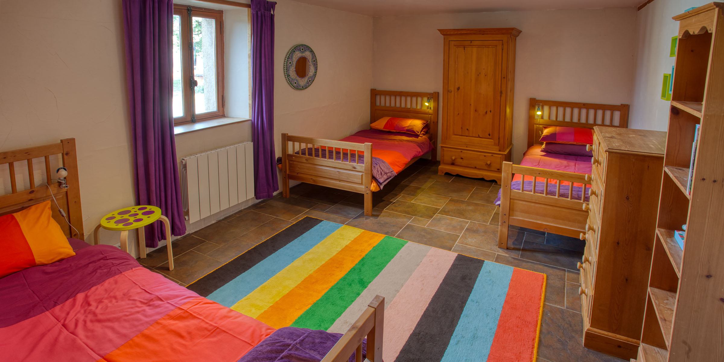 Two double bunkbeds, ideal for 4 children or young adults with plenty of space to play or just hang out.