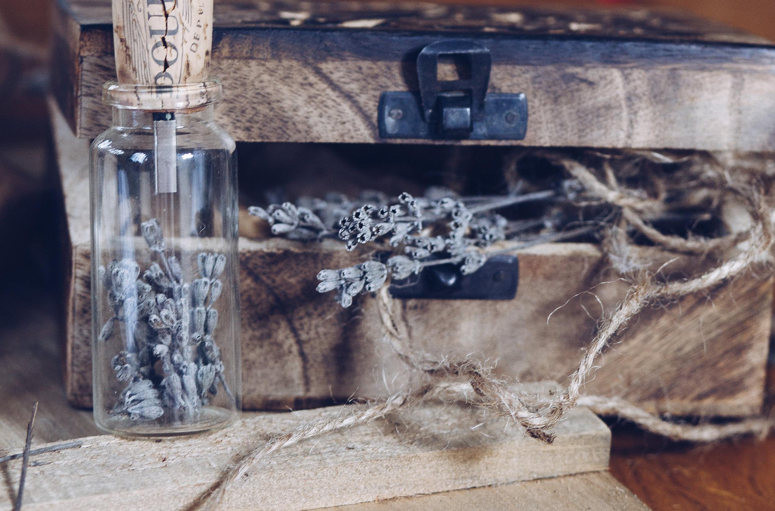 Holzkistchen als Verpackung für Hochzeitsfotos