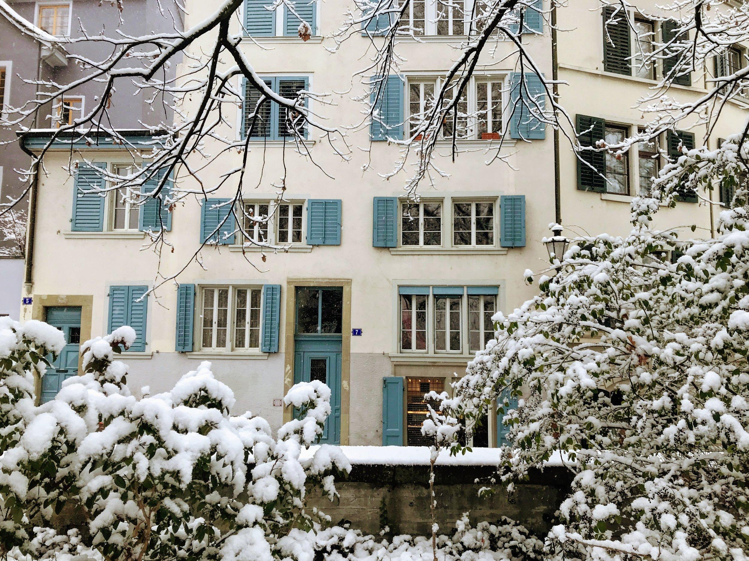 Swiss apartment near Lindenhof hill in Zurich.JPG