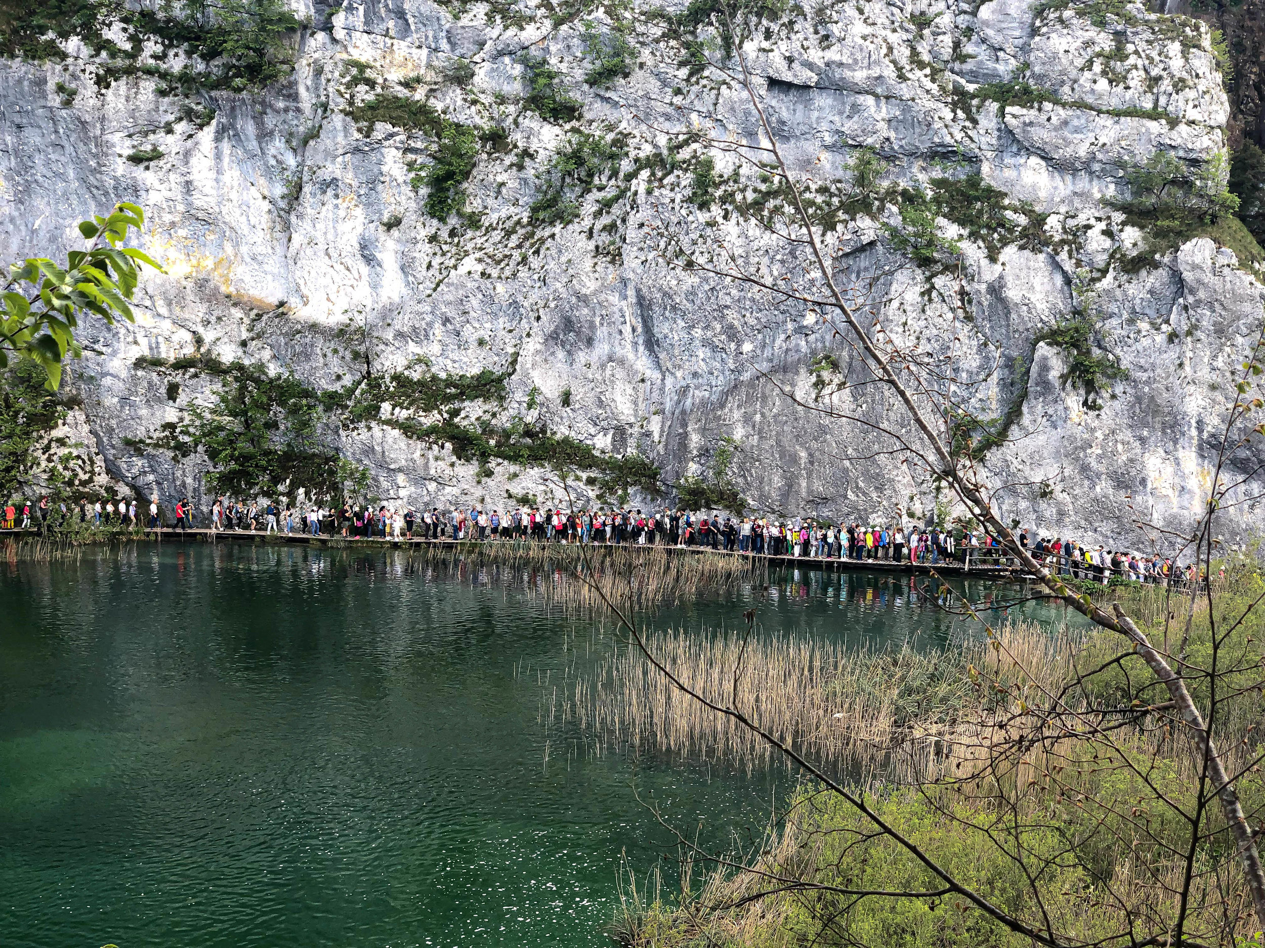 Plitvice afternoon crowds.