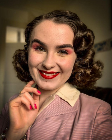 Ellen looking stunning with her hair set in a classic 1940's vintage style (hair goals!)