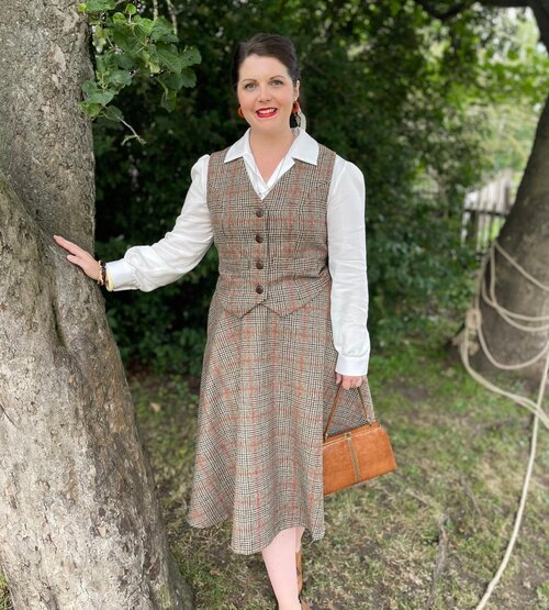 🍁🧶🍂 Autumn Check 🍂🧶🍁  Absolutely adore this fabric! Beautiful warm shades of sand and brown with the flash of burnt orange just shouts Autumn coziness!   This fabric is limited edition but we do have a good amount of it - woven in Yorkshire - made into garments in Scotland 🏴   Available in the Polly' waistcoat, 'Rosie' skirt & 'Bonnie and 'Julie' headband   #vintageinspired #auntumncolours #vintageautumn #vintagestyle #vintagefashion #1940sfashion #1940sstyle #1940sclothing #madeinlangholm #roseswardrobevintage
