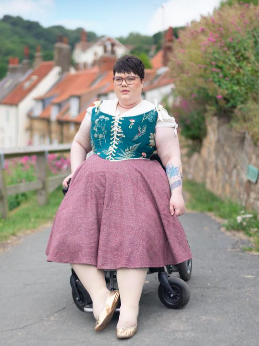 Robyn's favourite Rose's Wardrobe 3/4 circle skirt and double sided stays from Cottagecorewear