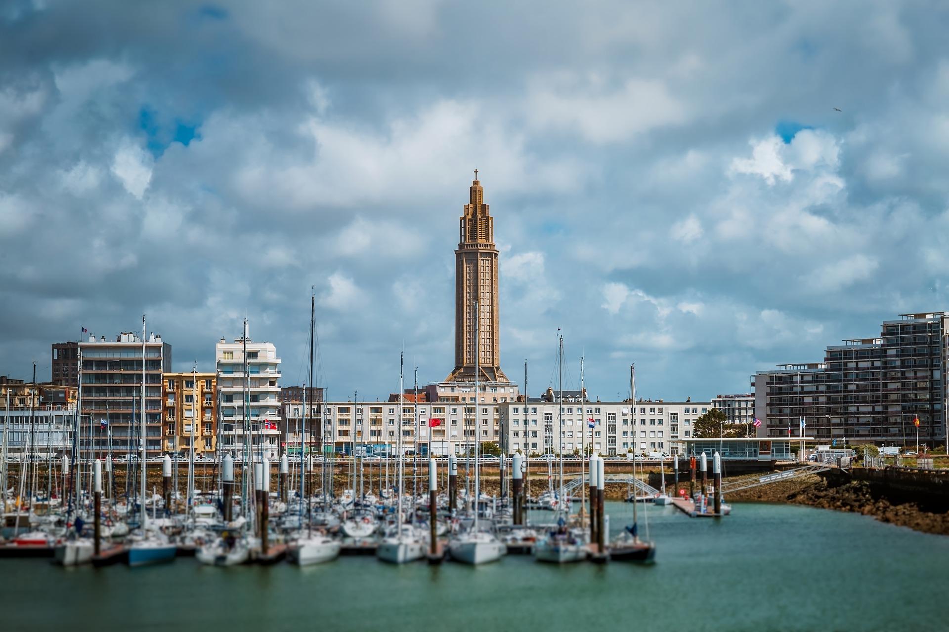 LE HAVRE - Ville portuaire et station balnéaire Normande.