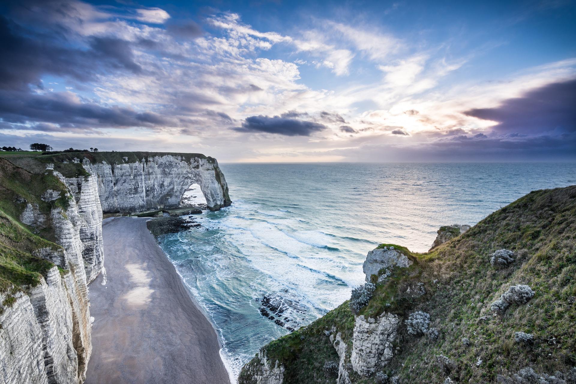 NORMANDIE - Région française au littoral extraordinaire
