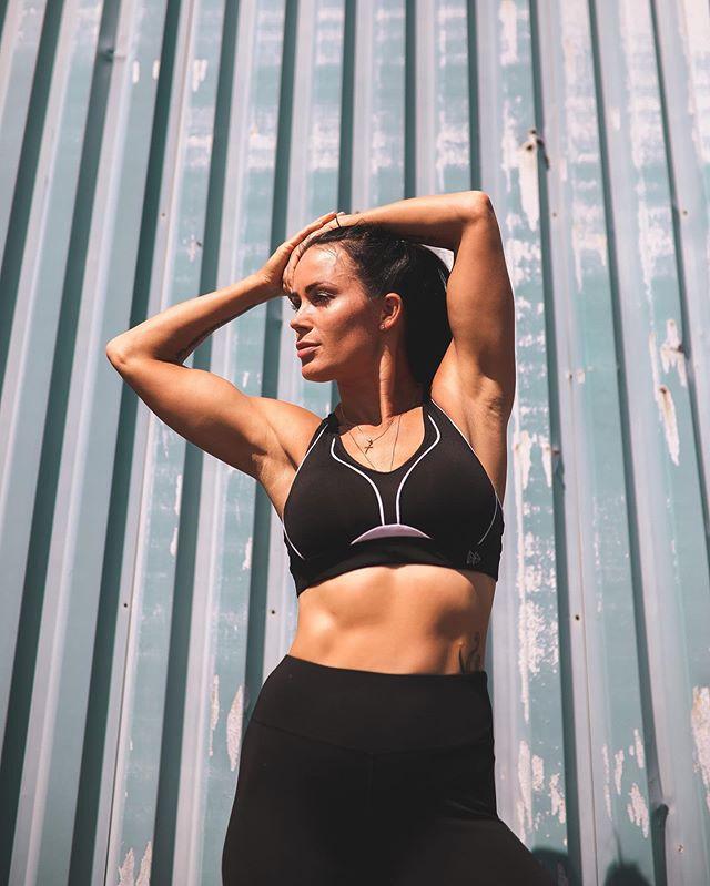 She belive she could so she did! . . . Elämä on nyt. Älä enää mieti, vaan tee siitä sellainen kun sä haluat ja unelmoit ❣️ #trainingwithmartina