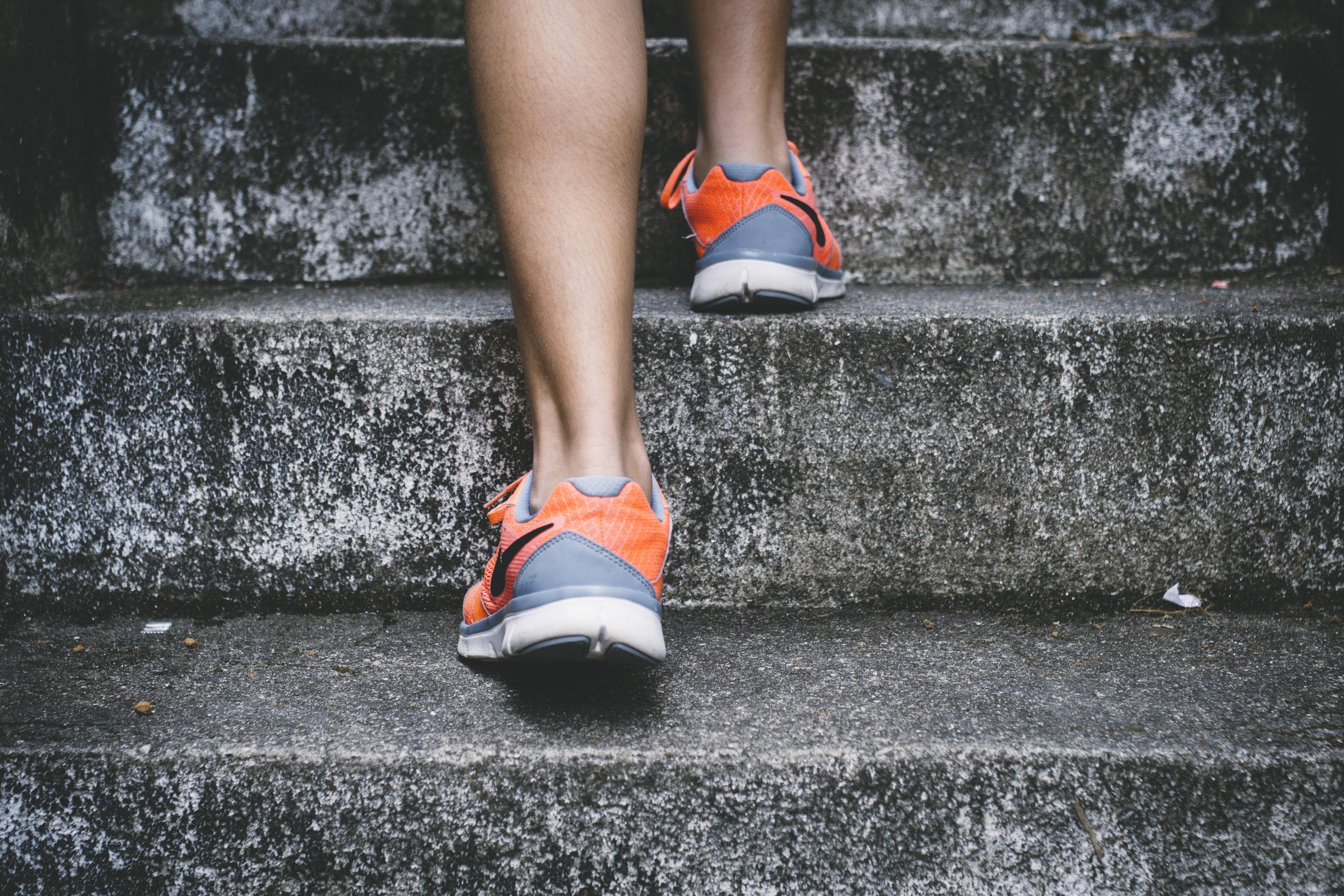 första steget - …till ett mer hälsosamt liv är steget in genom våra dörrar. Här är du välkommen oavsett tidigare erfarenhet av träning!