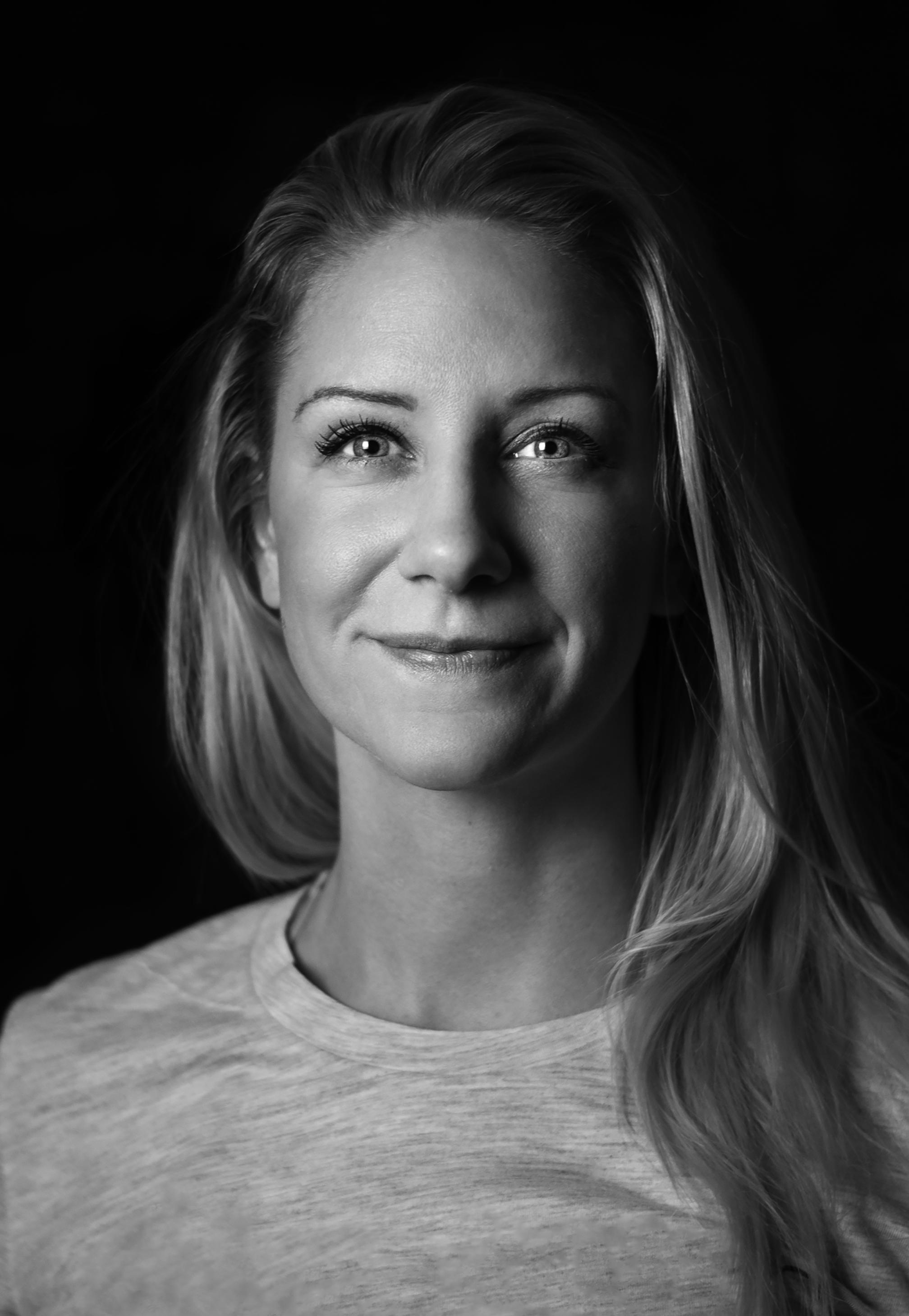 EMMA haglund - Emma Haglund är legitimerad naprapat som är vidareutbildad inom Dry needeling (smärtbehandling med nålar), kinesiotejp och har nyligen gått en kurs i löprelaterade skador/ löpteknik.Emma har ett stort intresse för idrott och rehabilitering både av motionärer och elitidrottare men tar också gärna hand om allt från kontorsnacke till huvudvärk och musarm.emma@smartnaprapati.se