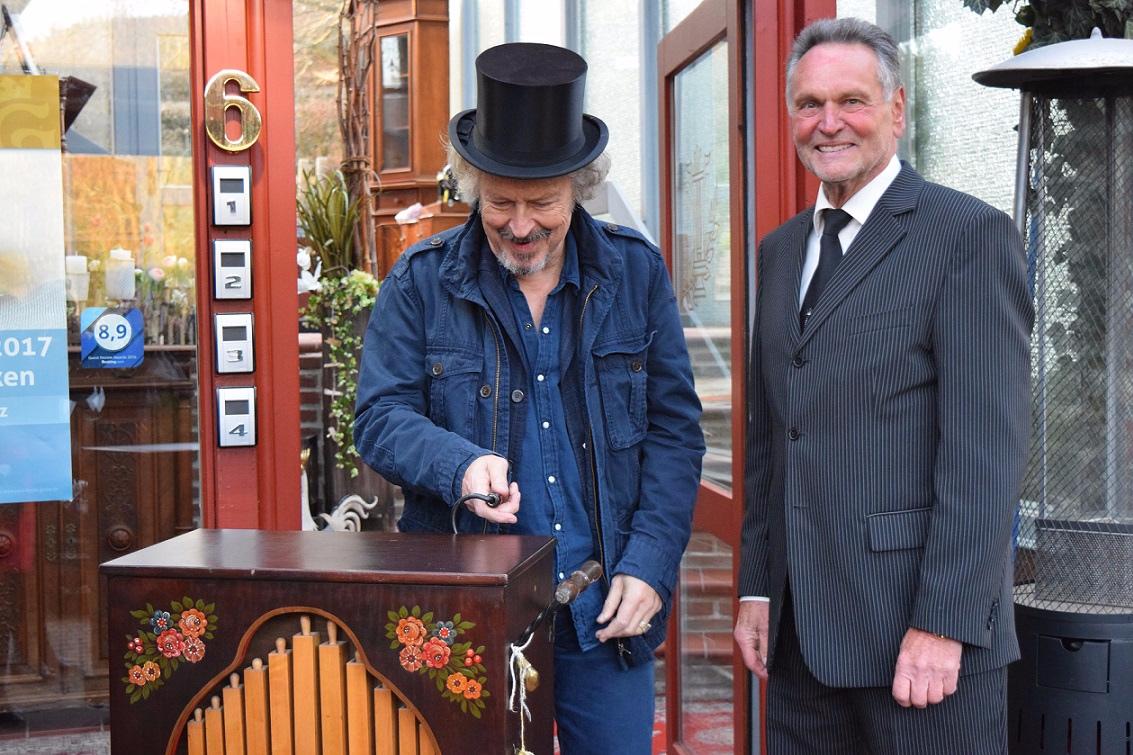 Klaus Elders mit dem Paul-Lincke-Ring Preisträger Wolfgang Niedecken