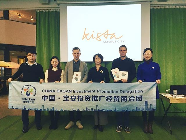 #kistasciencecity welcoming Invest Bao'an Shenzen Delegation. Director Gu Jinghua demonstrating painfully effective 5000 year old traditional Chinese acupressure practice on lecturer Marco Giertz.  In 2017, Bao'an achieved a GDP of RMB 344.8 billion, rapid growth in the number of high tech enterprises with niche competence in advanced #manufacturing and #drones  #investstockholm #visitstockholm #visitsweden #smartcitysweden #exchange #china #winwin