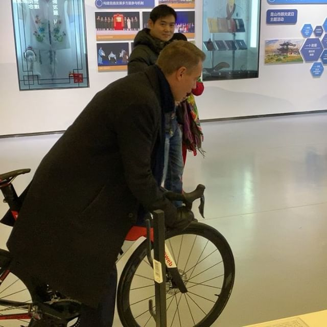 Testing 100% carbon racing bike, representing #KistaScienceCity on inspirational roadshow arranged by 4CNconsult.com, meeting with leading Government officials, investors, incubators, tech zones and universities learning about the Chinese innovation system and resulting growth wonder.  Together with super cool #Sting companies Nanocontrol.se and CE-check.eu showcasing state of the art #Swedish #Cleantech and  SaaS/legal tech solutions.  #China #Sweden #exchange #winwin #possibility #trust #growth #innovation