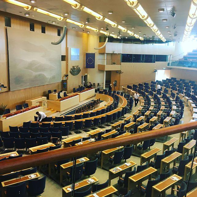 #riksmötet2018 #riksdagen #stockholm parliamentary staff and artists helping in arranging an outstanding parliamentary opening. Det ska vara lätt att göra lätt 😊 ————————- Rigmor Gustafsson singing Joy to me