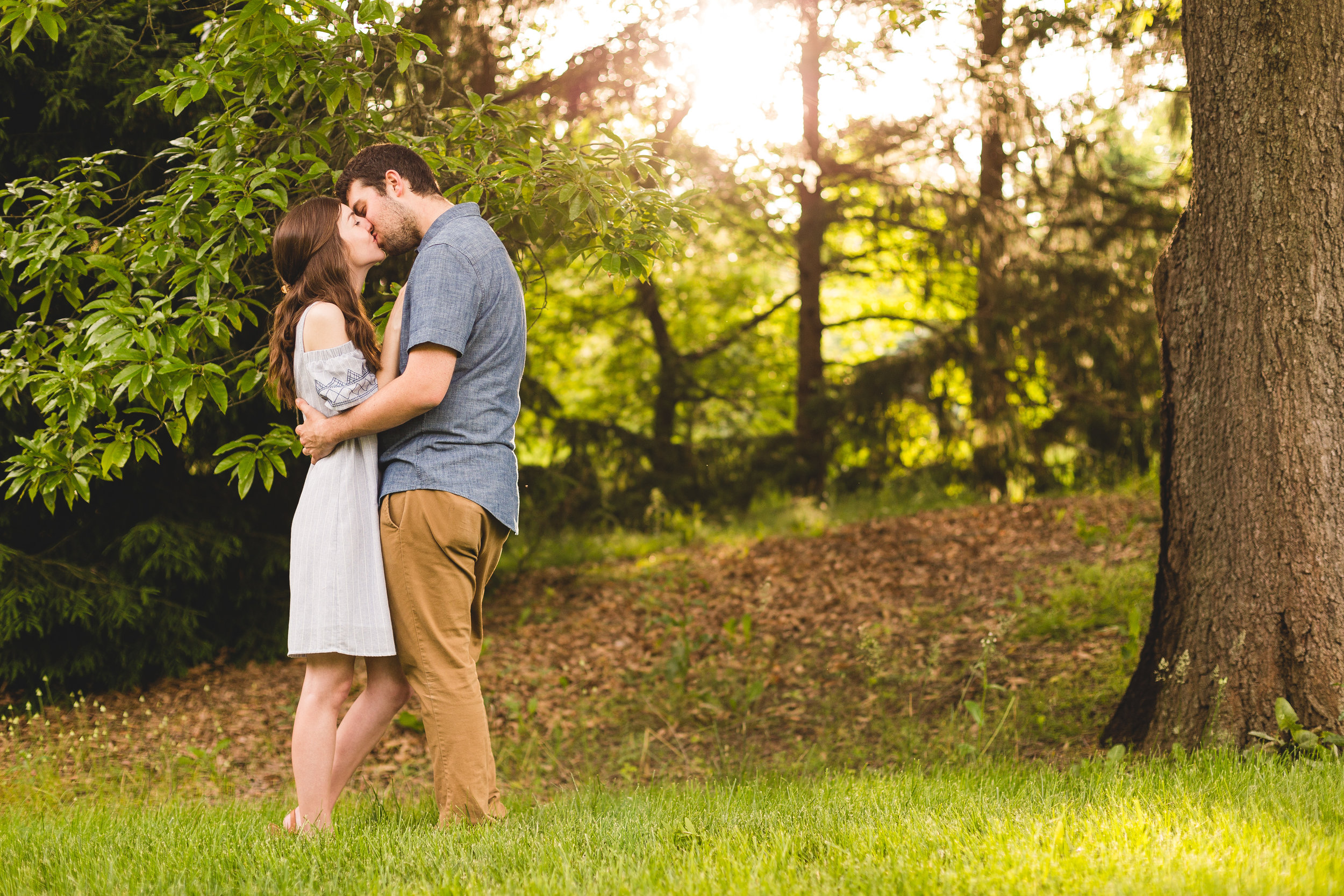 jennifer and nate kissing during their engagement session at Innis wood metro gardens in westerville ohio