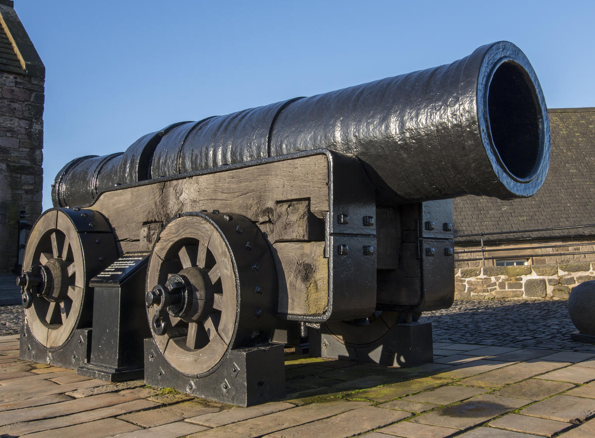 6 Famous (and super cool) Weapons From History