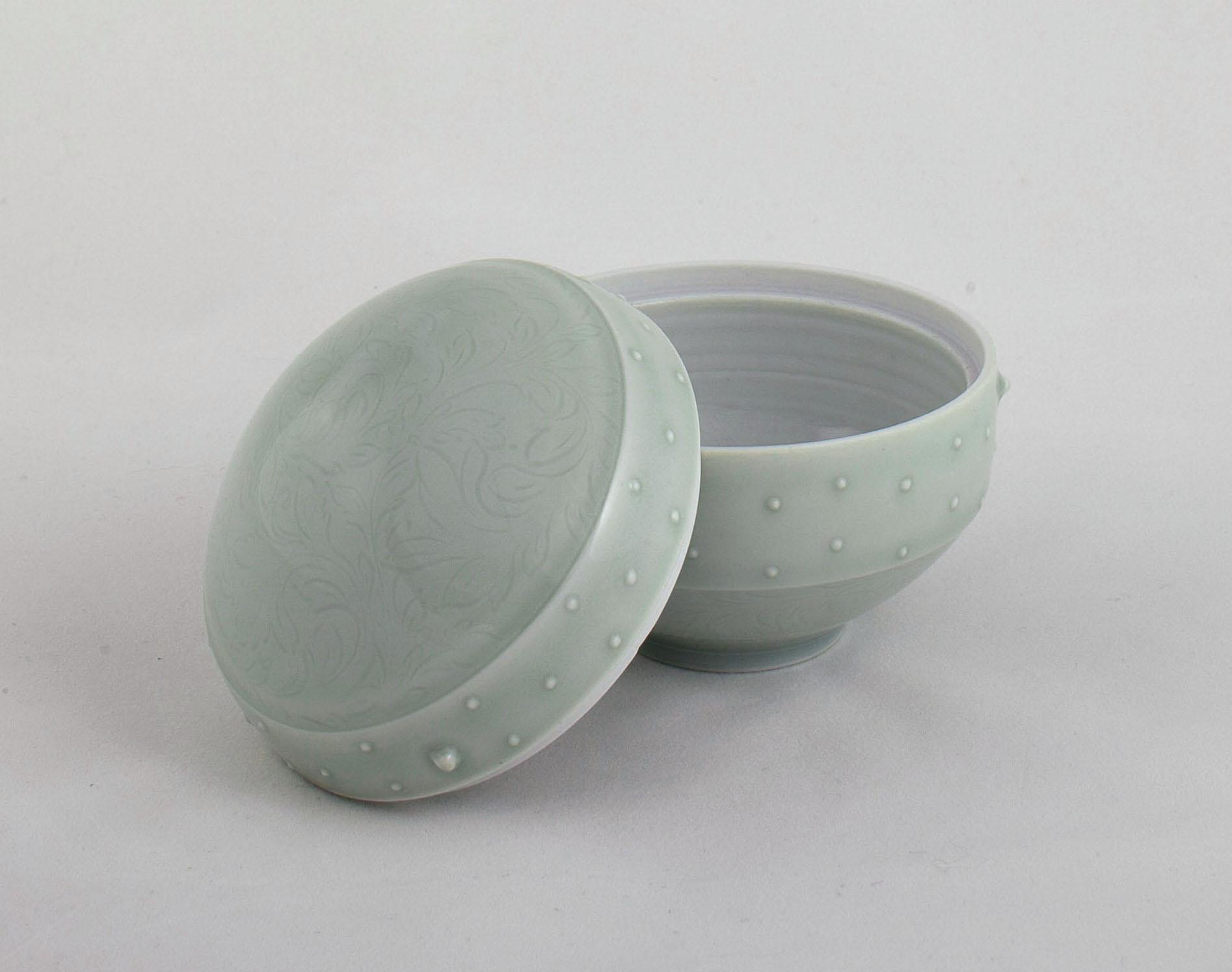 11. Cipala, Autumn, round lidded box, 1b.jpg